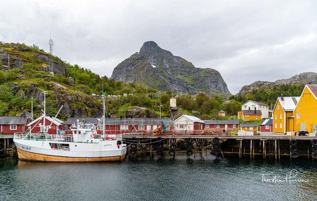 Funde von Fischerhütten aus dieser Zeit belegen, das offenbar schon damals Fischerei zu Handelszwecken betrieben wurde. In der Neuzeit war Nusfjord Eigentum der norwegischen Krone.