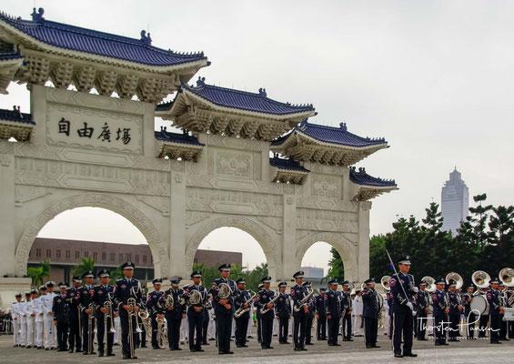 Infolgedessen zog sich die Qing-Regierung zurück und bot den Revolutionären Zeit und Raum, um eine Übergangsregierung zu schaffen