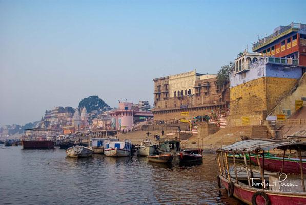 Die Geschichte der heutigen Millionenstadt, die früher Benares und Kashi hieß, reicht bis 1400 vor Christus zurück.