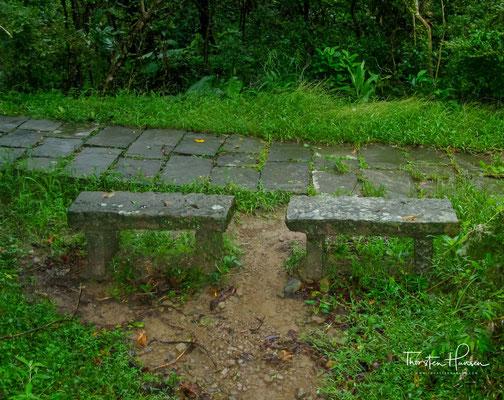 """Mit Elementen wie einer Brücke, die wörtlich """"Pferd fällt zu Tode"""" genannt wird, war der Caoling Historic Trail eine sehr tückische Route, als Liu Ming-deng in diesen den 1860er Jahren durchquerte."""