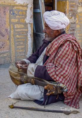 In ganz Rajasthan wird der mystische Trikuta in Balladen besungen.