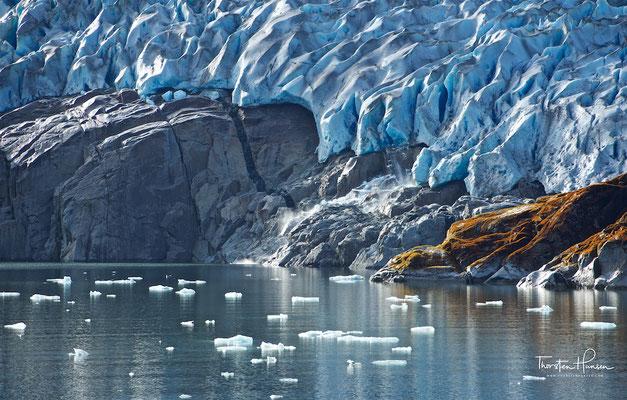 Der Gletscher fließt in den Peel Fjord am Rande des Sarmiento-Kanal, welcher nach dem Seefahrer und Gelehrten Pedro Sarmiento de Gamboa benannt wurde, der ihn 1579/80 bereiste.