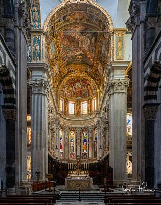 Das im romanischen Stil errichtete Bauwerk wurde dem Märtyrer San Lorenzo geweiht.