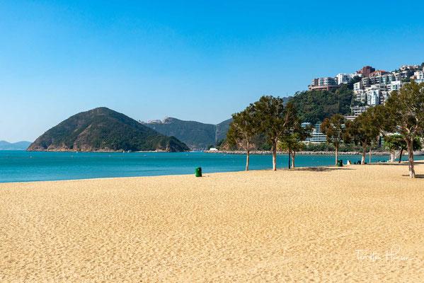 n erster Linie eine vornehme Wohngegend, besitzt die sonnenverwöhnte Repulse Bay die entspannte Atmosphäre eines Resorts. Der breite Strand ist bei Einheimischen und Besuchern gleichermaßen beliebt