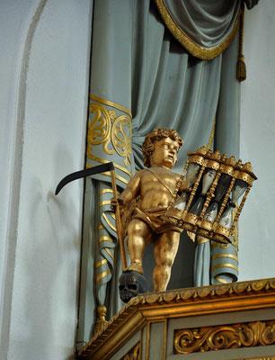 Sie ersetzte die provisorische Holzkirche der Stadt, die nach Königin Hedwig Eleonora von Schleswig-Holstein-Gottorf benannt war.