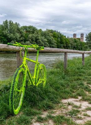 Die Isar ist ein Fluss in Tirol (Österreich) und Bayern (Deutschland), der nach einem 292 km langen Lauf südlich von Deggendorf von rechts in die Donau mündet