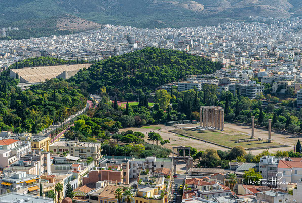 Das Olympieion (auch Tempel des Olympischen Zeus) in Athen war einer der größten Tempel im antiken Griechenland. Der Bau geht auf das 6. Jahrhundert v. Chr. zurück, wurde aber erst unter dem römischen Kaiser Hadrian im 2. Jahrhundert n. Chr. vollendet.