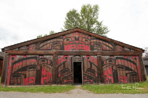 """Das Museumsdorf """"Ksan Historical Village"""" (Freilichtmuseum) liegt zwischen Old Hazelton und Gitanmaax."""