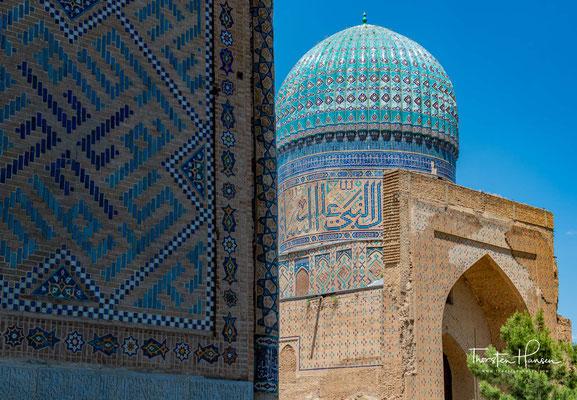 Erbaut wurde die Moschee Bibi Chanum von 1399 bis etwa 1404 auf Befehl des mittelasiatischen Herrschers Timur (Tamerlan).