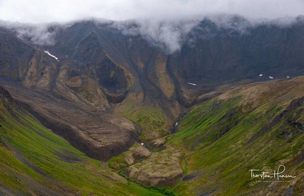 967 hat der Dokumentarfilmer Martin Schliessler den Berg in Begleitung eines Teams um Ray Genet bestiegen, wobei Schliessler die ganze Besteigung per Film festhielt.