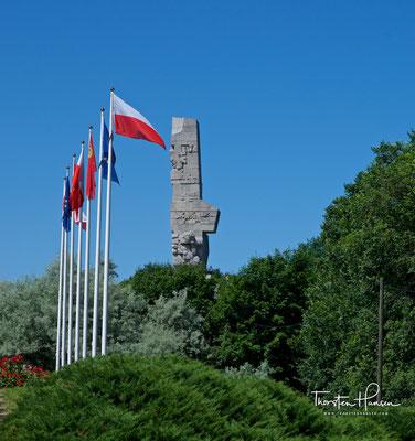 Das Westerplatte-Denkmal, polnisch Pomnik Obrońców Wybrzeża (Denkmal der Verteidiger der Küste), wurde am 9. Oktober 1966 auf der Westerplatte bei Danzig enthüllt.