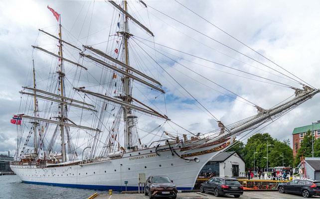 Das Schiff wurde am Vorabend des Ersten Weltkriegs in Dienst gestellt und zeigte bald gute bis sehr gute Segeleigenschaften bei starkem Wind.