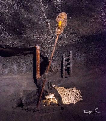 Der Goryszowskischacht wurde etwa 1280 abgeteuft. Seit dem 15. Jahrhundert wurden Maschinen und seit dem 17. Jahrhundert Pferde im Bergwerk eingesetzt. Bis zum 18. Jahrhundert ging der Abbau nur im oberen Teil des Flözes, bis etwa in 60 m Teufe um,