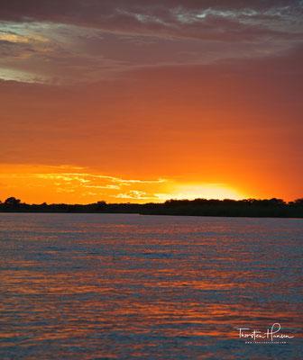 Sonnenuntergang über dem Okavango