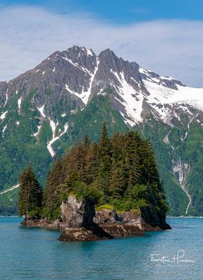 Es entstand ein riesiges Öl-Terminal, welches den Endpunkt der 1.280 km langen Trans-Alaska Pipeline bildet.