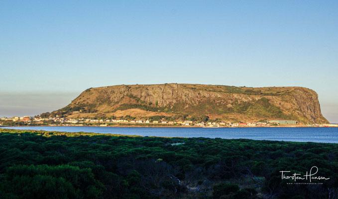 Das erste Mal wurde The Nut von den Seefahrern Bass und Flinders im Jahre 1798 gesichtet. Die Flanken dieser Formation sind sehr steil und erheben sich zu einem Plateau auf rund 150 Meter.