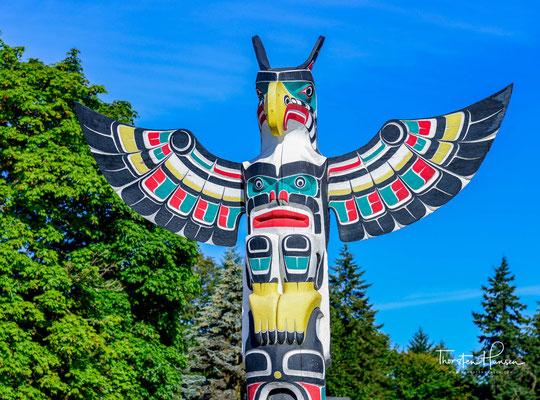 Duncan (British Columbia) - Die Stadt nennt sich City of Totem (Stadt der Totempfähle), und nimmt damit die Kultur der First Nations in ihr Selbstbild auf.