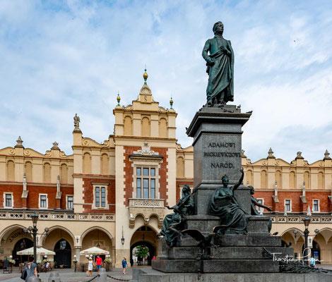 Das Adam-Mickiewicz-Denkmal in Krakau (polnisch Pomnik Adama Mickiewicza w Krakowie) ist eine der bekanntesten Bronzestatuen in Polen und ein beliebter Treffpunkt auf dem Hauptmarkt in der Krakauer Altstadt.
