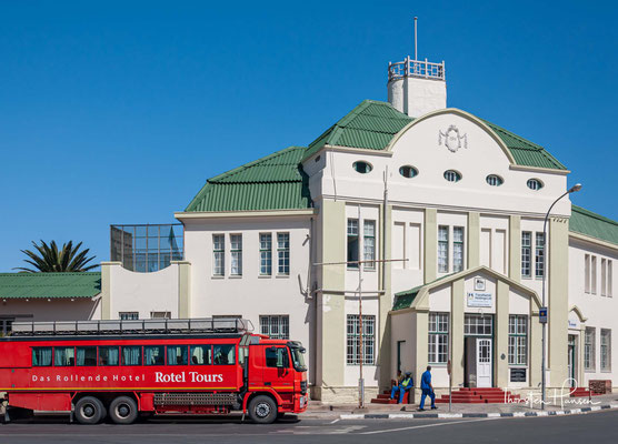 Der Bahnhof Lüderitz ist ein Baudenkmal und ehemaliger Bahnhof und entstand 1904. Der Bahnhof wurde errichtet, um die infrastrukturelle Anbindung des Hafens Lüderitz an das Inland zu verbessern.