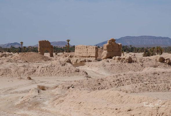 Die Oasensiedlung wurde Mitte des 8. Jahrhunderts gegründet und bildete das Zentrum der Banu Midrar aus dem Berberstamm der Miknasa.