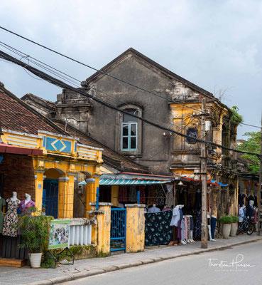 Die ehemalige Hafenstadt gehört heute zum Weltkulturerbe und lockt mit der malerischen Altstadt, die sich entlang des Thu Bon Flusses erstreckt, zahlreiche Besucher aus aller Welt an