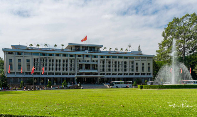 Der Wiedervereinigungspalast (vietnamesisch Hội trường Thống Nhất), 1955 bis 1975 Unabhängigkeitspalast, ist ein Wahrzeichen in Ho-Chi-Minh-Stadt im Staat Vietnam.