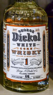 Nach dem Brand wird der Whiskey mindestens vier Jahre in neuen Fässern aus amerikanischer Eiche gelagert.