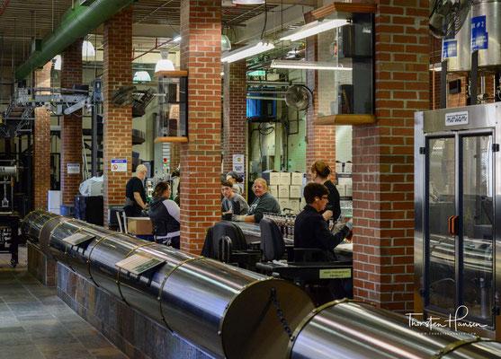 """Brown-Forman nutzt für die Herstellung von Jack Daniel's wie die meisten anderen Bourbon-Destillerien auch """"saure Maische"""", das heißt, jedem neuen Gärvorgang, bei dem die Maische zum sogenannten Distiller's Beer vergoren wird,"""