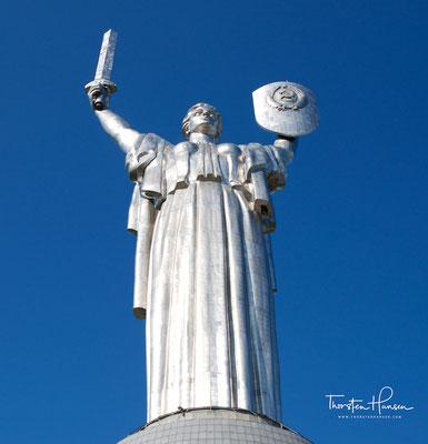 Die Mutter-Heimat-Statue (ukrainisch Батьківщина-Мати, russisch Родина-мать) in der ukrainischen Hauptstadt Kiew ist eine Kolossalstatue,