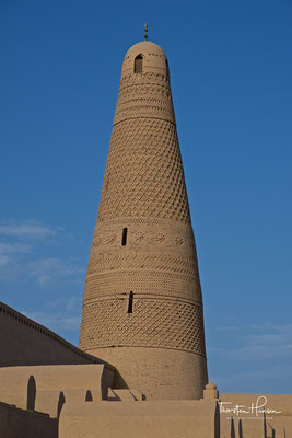 Ein Minarett und Moschee in Turfan