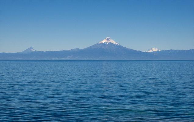 Llanquihue-See und Vulkane Puntiagudo, Osorno und Tronador