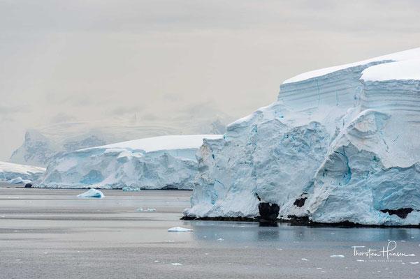 Eine neuere Messung/Schätzung gibt eine Oberfläche des Eisschilds von 13,924 Millionen km² und ein Volumen von 26,92 Millionen km³ an.