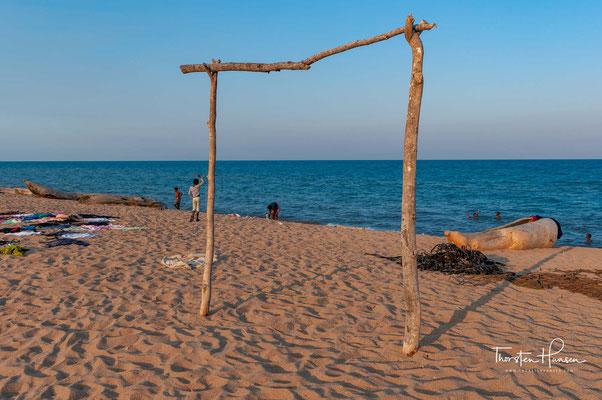 Der Malawisee ist einer der Afrikanischen Großen Seen im Ostafrikanischen Grabenbruch. Mit einer Länge von 560 Kilometern, einer Breite bis zu 80 Kilometern