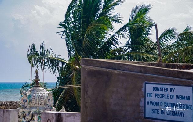 die möglicherweise von der früheren Hafenstadt und einem Tempel aus dem 7. Jahrhundert stammen.