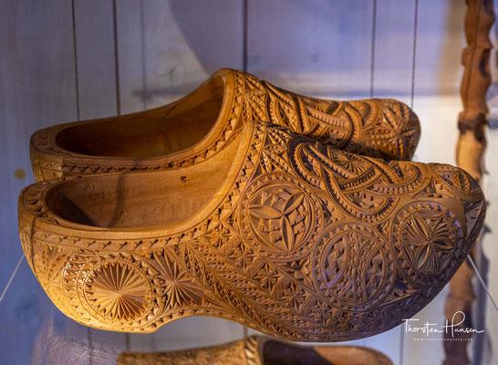 Einer der ältesten Holländischen Holzschuhe wurde in Nieuwendijk gefunden. Dieser Holzschuh soll mehr als 780 Jahre alt sein.