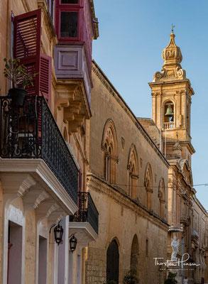 Trotzdem erhielt Lorenzo Gafà, Kirchenbaumeisterer auf Malta, 1697 den Auftrag, die im Erdbeben von 1693 zerstörte Kathedrale St. Paul wieder aufzubauen. Sie wurde 1702 geweiht und gilt als Meisterwerk des Erbauers.