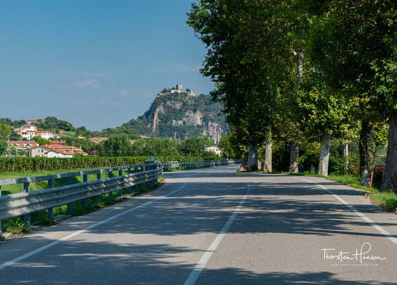 """Blick auf die Burg von Monselice - """"Mons Silicis"""", ein Hügel aus Kiesel. Es erstreckt sich in der Padanischen Ebene im Südosten der Euganeischen Hügeln."""