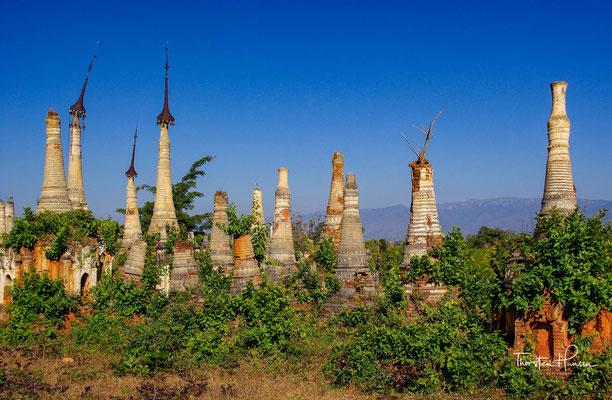 Der In-Dein-Pagodenwald ist eine buddhistische Friedhofs- und Gedenkanlage am Inle-See in Myanmar.