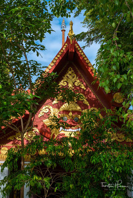 Im Wat Khunaram (วัดคุณาราม), nahe dem Ort Ban Hua Thanon, ist der mumifizierte Leichnam des Mönches Luang Phor Daeng Payasilo (หลวงพ่อแดงปิยสีโล) zu sehen