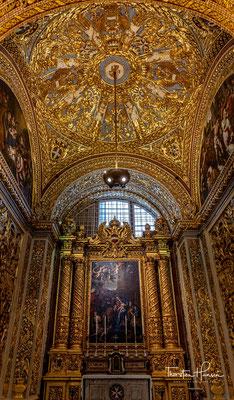 Die deutsche Kapelle ist der Erscheinung des Herrn und den Heiligen Drei Königen geweiht, deren Reliquien im Kölner Dom verehrt werden. Das Gemälde schuf der maltesische Maler Stefano Erardi.