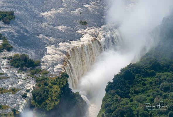 Dort befindet sich ein Vorkommen von Karoo-Basalten, die sogenannte Batoka-Formation, welches vom Sambesi durchquert wird.