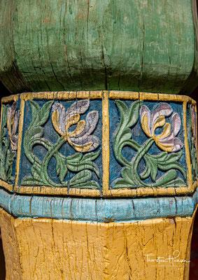 Sie stellen sich gerne vor das mit grünen Glasurziegeln bedeckte Grab hin und sprechen murmelnd ihr Leid oder ihre Wünsche aus....