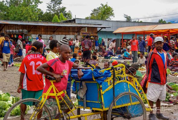 Auf dem Markt werden vornehmlich landwirtschaftliche und handwerkliche Produkte der Gegend angeboten.