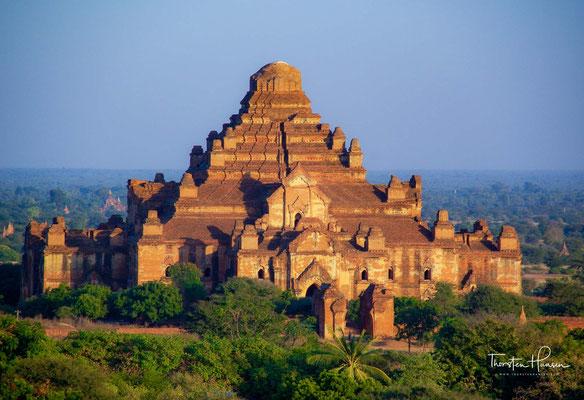 Bevor die Armee des Mongolenfürsten Kublai Khan 1287 die Stadt einnahm, ließ der Herrscher von Bagan viele Tempel für die Errichtung einer Stadtmauer niederreißen.