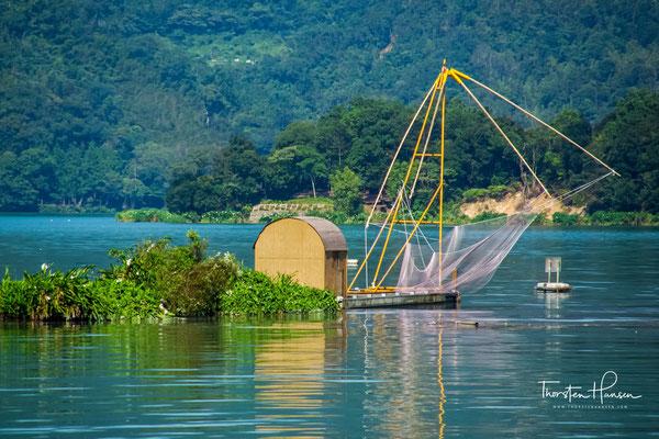 Traditionelle Fischerboote auf dem Sonne Mond See