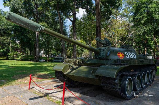 Im November 1975 wurde der Palast durch die provisorische Revolutionsregierung Südvietnams in Wiedervereinigungspalast umbenannt, nachdem die Verhandlungen zwischen Nord- und Südvietnam vollendet waren worden.