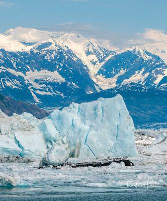 Von dort strömt der Gletscher anfangs in westsüdwestlicher Richtung.