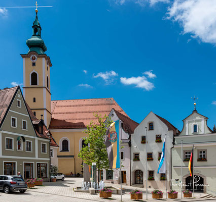 """Die römisch-katholische Pfarrkirche St. Georg. Die erste urkundliche Erwähnung der Kirche St. Georg, damals """"St. Jörg"""", stammt aus dem Jahr 1340."""