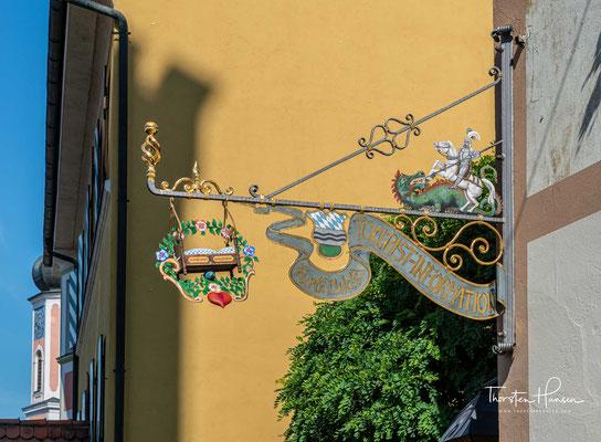 Der Drachenstich, Deutschlands ältestes Volksschauspiel, lockt jedes Jahr Zehntausende von Besuchern in die Stadt