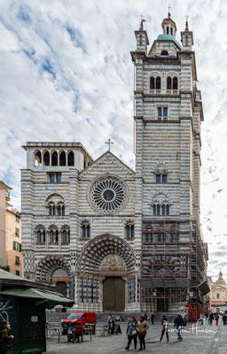 Die wichtigste Kirche in Genua ist die Kathedrale von San Lorenzo. Die genuesische Kathedrale und die künstlerischen Darstellungen an ihren Wänden haben viele Legenden und Kuriositäten hervorgebracht.